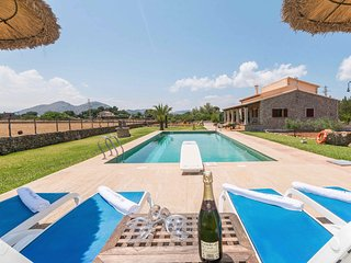 Quiet Mallorcan Villa with Large Garden & Pool