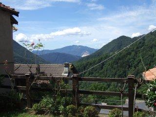 Atmosfera di pace, natura e poesia in un antico borgo della valle Intrasca