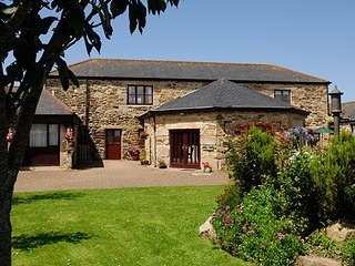 The Roundhouse at Trengove Farm, near Portreath, Cornwall. 1 Bedroom - Sleeps 2