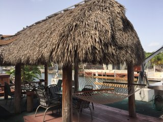 4BR Waterfront Retreat-Tiki-Jacuzzi-Dock