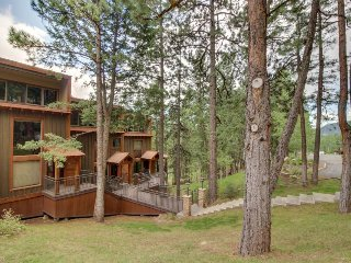Two-level condo with valley views, shared pool, & deck - near skiing & boating!