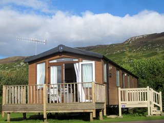 2 Bedroom Holiday Home at Castle Sween, Sea Views, Beside Beach. Pets Welcome