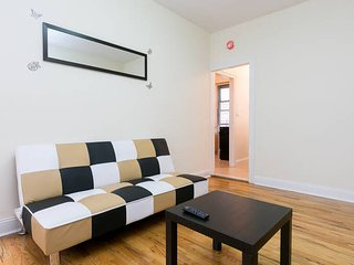 2 Bedroom Apartment - Steps to Subway, 10 Min. to Manhattan!