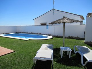 Huerta Cottage with swimming pool and paddle tennis court in Roche Nº 1 Conil