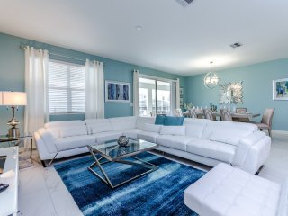 Luxury 9 bedroom 5 bath Champions Gate home with Private Pool, Spa and Gameroom