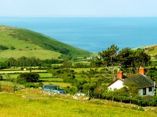 Victorian Farm Cottage  Magnificent Views to Sea and Mountains