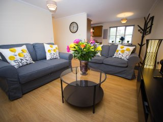 Your MK home- Shenley Lodge 2 bed flat for up to 6 guests