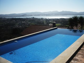 250 Villa with pool and views to Cies islands