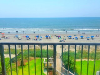 HUGE DIRECT CORNER OCEANFRONT CONDO/KING/55'TV/WASHER/DRYER/SLEEPS6/WE LOVE PETS