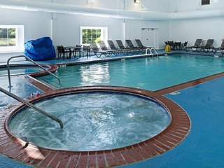 **4BR/4BA Condo** HISTORIC POWHATAN RESORT {HeatedPool/Spa/MiniGolf} SLEEPS 12!!