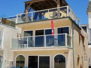 Oceanfront in Newport Beach, 3 bedrooms, 2 bath