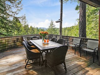 Starlight Retreat ~ Space for Groups in the Redwoods, Peaceful, 2 Hot Tubs