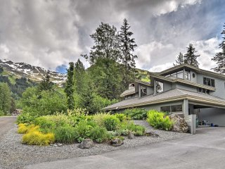 Custom Girdwood Home 2 Blocks from Alyeska Resort!