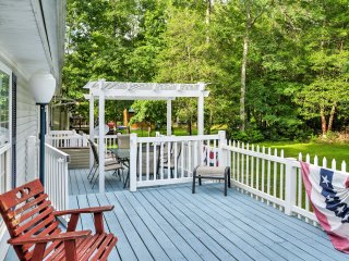 NEW! Charming Home 4 Mi to Golf & 8 Mi to Beaches!