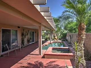 'Bella Vista' La Quinta Home w/ Pool!