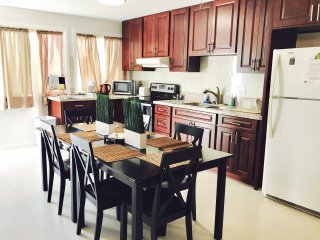 2Bed 1Bath W/ Kitchen, AC & Free Parking 夏威夷 2室/1厅/1卫 Unit A