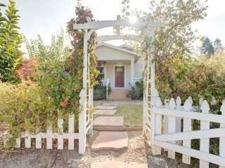 Garden Charm MV Home, mins from Castro St+Google!