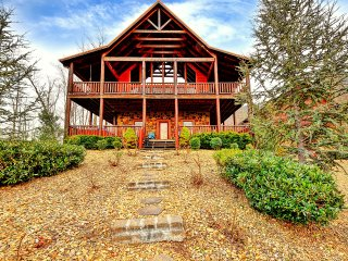 MAJESTIC SUNSET LODGE -UPSCALE PRIVATE ESTATE LOG CABIN-THEATER AND HOT TUB! 4/5