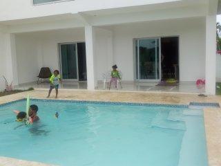 VILLA EN METRO COUNTRY CLUB, JUAN DOLIO ; REPUBLICA DOMINICANA