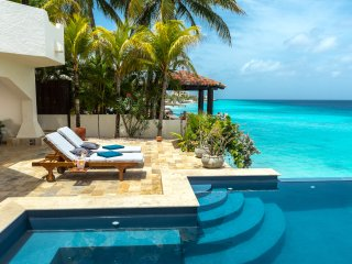 Nirvana Lodge, a huge villa directly on the sea, with infinity pool and sun terr