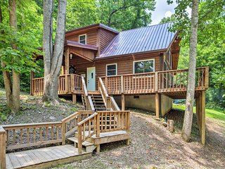 New! 2BR Red River Gorge Cabin-Mtn View & Hot Tub!