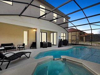 2656TW. Gorgeous 7 Bedroom 8 Bath Pool Home in Veranda Palms