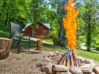 2BR Red River Gorge 'Mane Stay Cabin' w/ Hot Tub!
