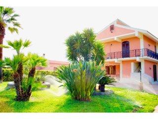 VILLA STERLIZIA - elegante residenza tra il verde e il mare