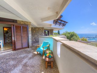 Elba Room seaview room in Villa w/ private bath & balcony & access to the sea