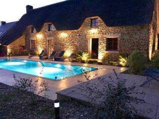 Authentique chaumière avec piscine chauffée