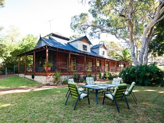 Country In The City B&B - Gooseberry Hill Perth WA
