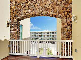 Prime 3BR w/ Pool & Hot Tub – Walk to Bars & Restaurants, Steps to the Beach