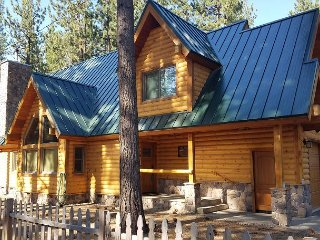Modern 4BR Log Chalet w/ Private Hot Tub – Close to Lake, 2 Miles to Heavenly