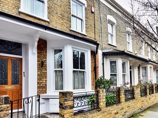 Immaculate 3 Bedroom Home with Terrace in Shepherd's Bush