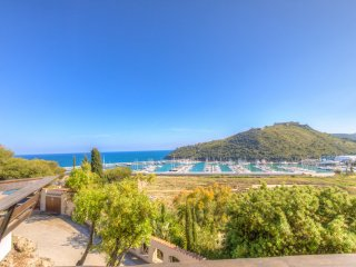 Capalbio seaview room in Villa w/ private bath & balcony & access to the sea