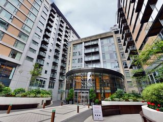 Modern 1 Bedroom Apartment with Balcony in Battersea