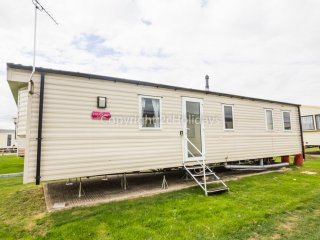 6 Berth Caravan in St Osyth Holiday Park. Clacton-on-Sea. Ref: 28052