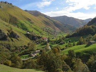 San Roque de Riomiera preciosa cabaña pasiega con vista la valle
