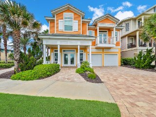 Dog-friendly, waterfront home with shared pool/hot tubs and beach access