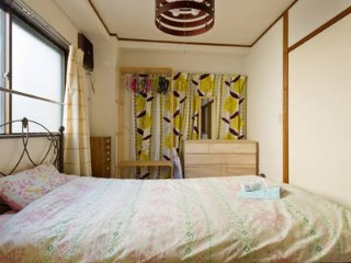 7 min to Shinjuku Center, 2 bedroom apt, close to a fancy street, Kagurazaka.