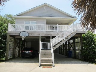 Family fun awaits at this attractive cottage close to beach and boardwalk