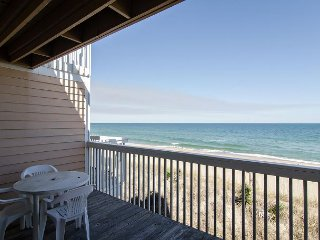Cozy oceanfront condo with amazing views and pool access