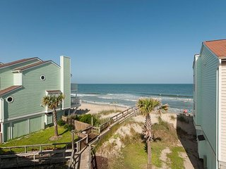 Pretty oceanfront condo with open deck for entertaining and pool access