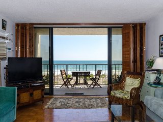 Great view straight out to the beach from this 2nd floor oceanfront condo
