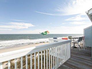 Oceanfront condo close to the Aquarium with resort style amenities