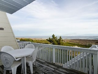 Relax and unwind at this lovely townhouse near Crystal Pier