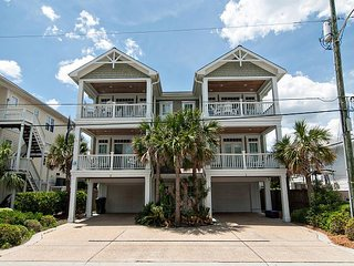 Great craftsman built townhouse in the center of Wrightsville Beach