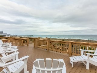 Oceanfront townhouse with sunbathing deck & unobstructed mile long views