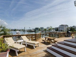 Soundfront duplex w/boat slip and a deck designed for family entertaining