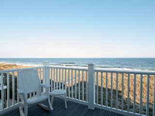 Sweeping coastline views from this top floor ! *Reduced Rate * Book Now !!!!